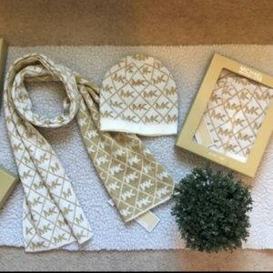 Michael Kors Scarf and Hat Set (Unisex)